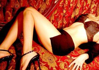 žena na pohovce
