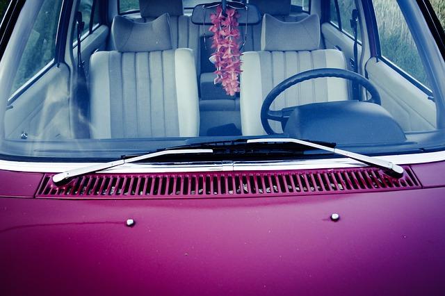 přední sklo automobilu