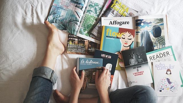knihy a časopisy v posteli