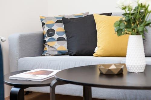 I malý obývací pokoj může být útulný a stylový – Jak jej vhodně zařídit?